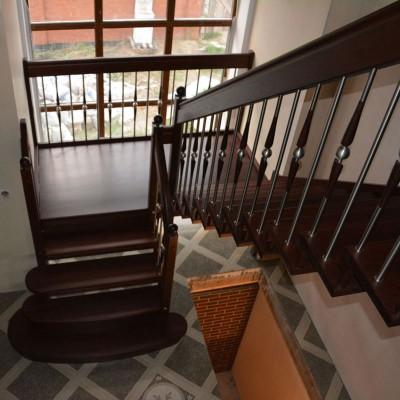 лестница на больцах с площадкой