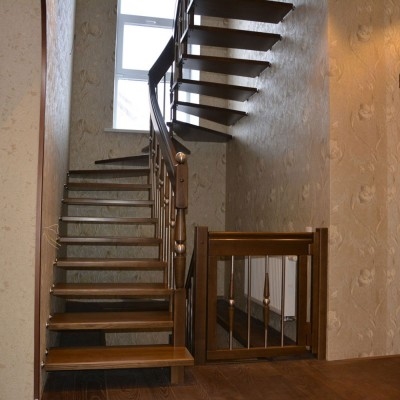 модель лестницы на больцах