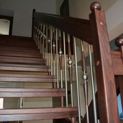 ограждение лестницы на больцах