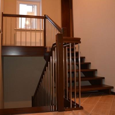 ограждение лестницы на косоурах