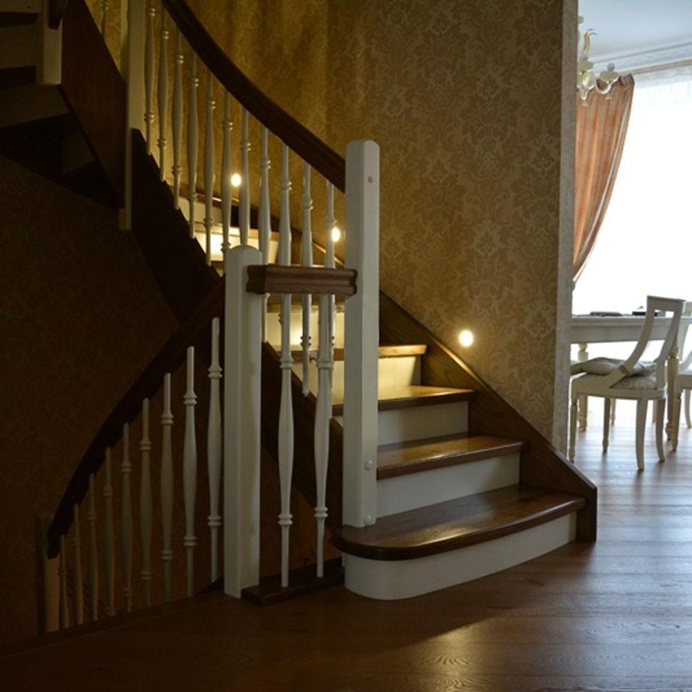 Лестница на тетиве , массив бука , дуба или ясеня.