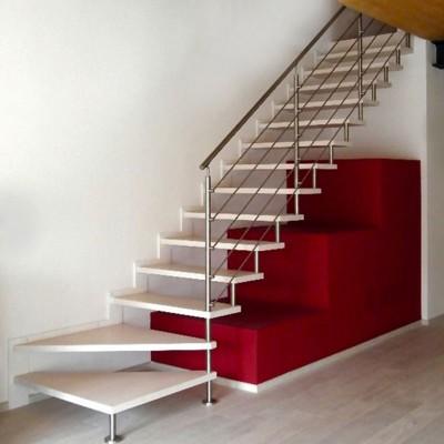 лестница на больцах из италии.