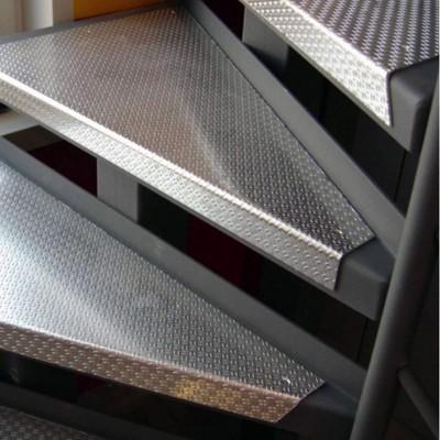 металлические ступени лестницы FF1