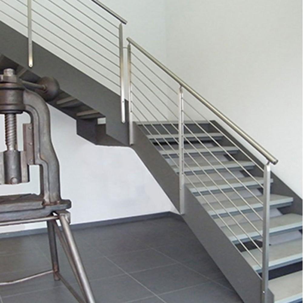 лестница со ступенями из камня
