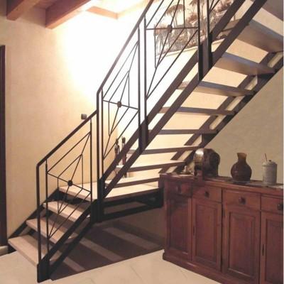маршевая лестница на тетиве Италия