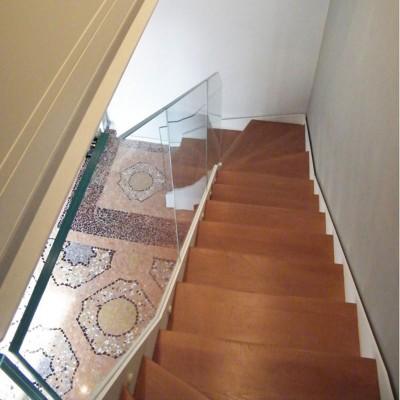 лестница с ограждением из стекла Thema double