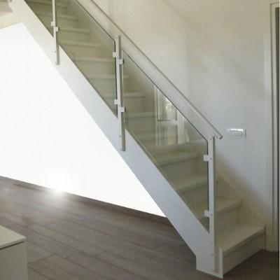 классическая лестница Thema со стеклянным ограждением