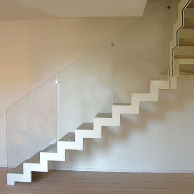 Итальянская лестница с ограждением из стекла Laser 2 double