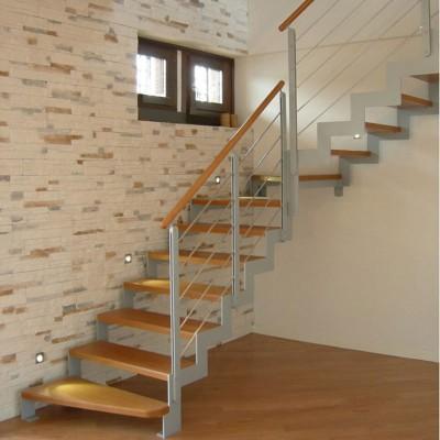 лестница на  косоурах из металла