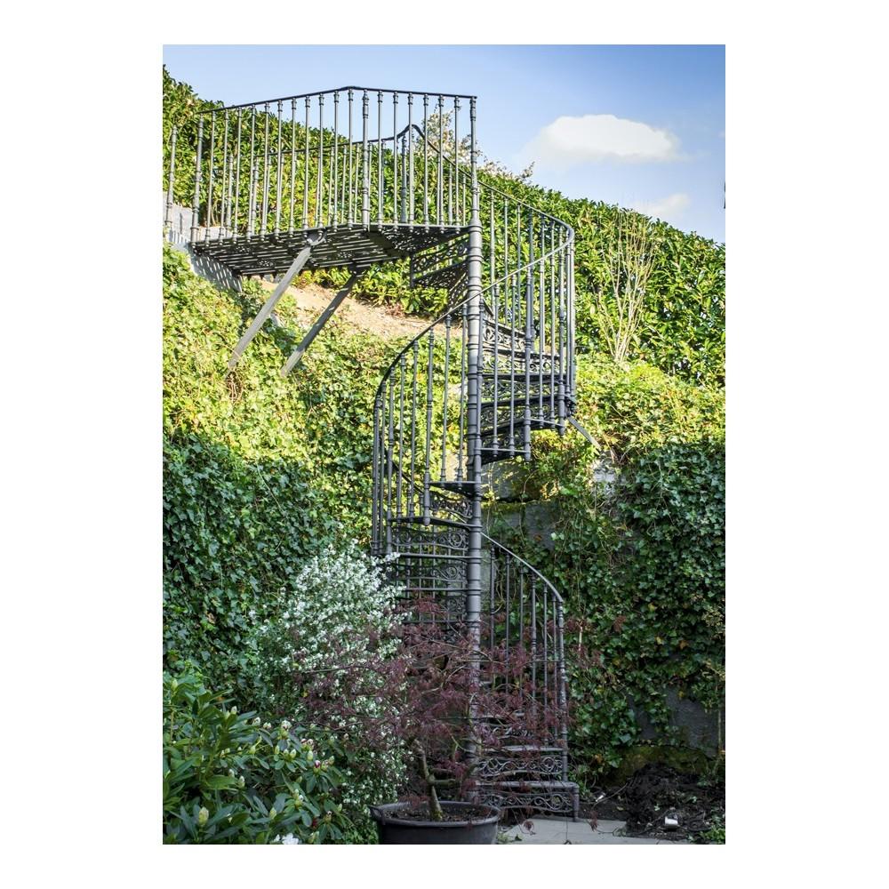 чугунная винтовая лестница  1400 мм. с подступёнками
