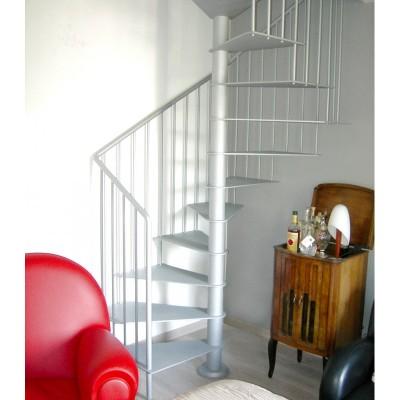 квадратная металлическая лестница