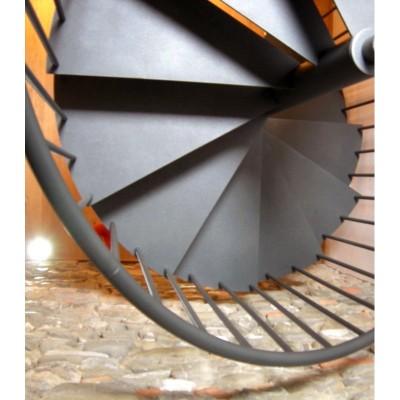 металлические ступени винтовой лестницы