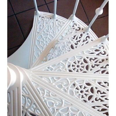 ступени чугунной лестницы