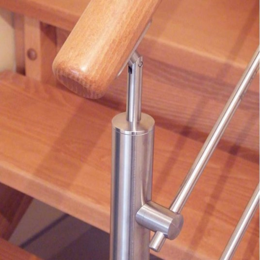 Выбор лестниц по материалу изготовления - дерево , металл , стекло ..