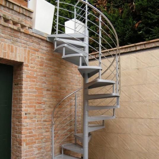 Лестницы для установки на улице , снаружи дома